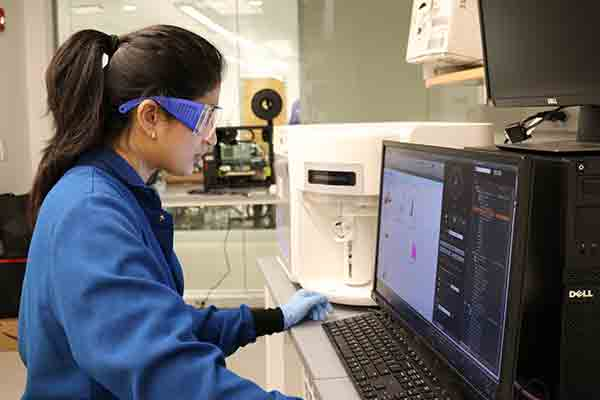 Roshani Patil working in the lab at her job